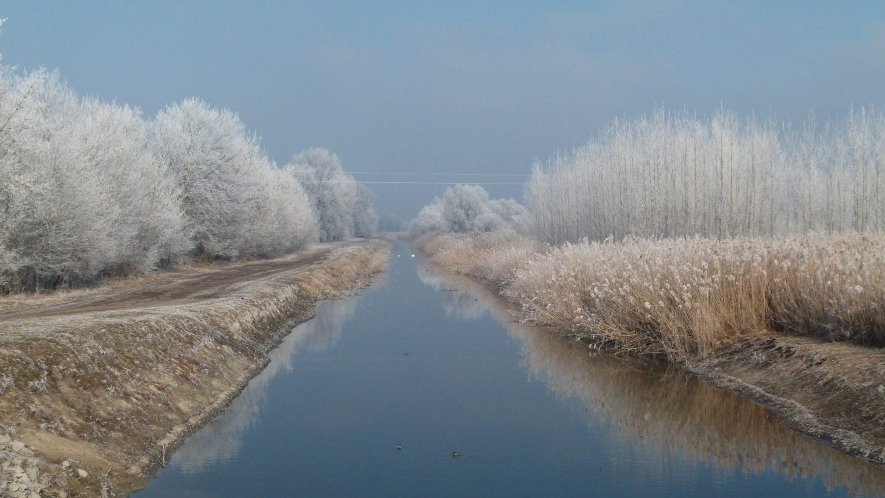 DunavölgyFőcsatorna_télen-scaled